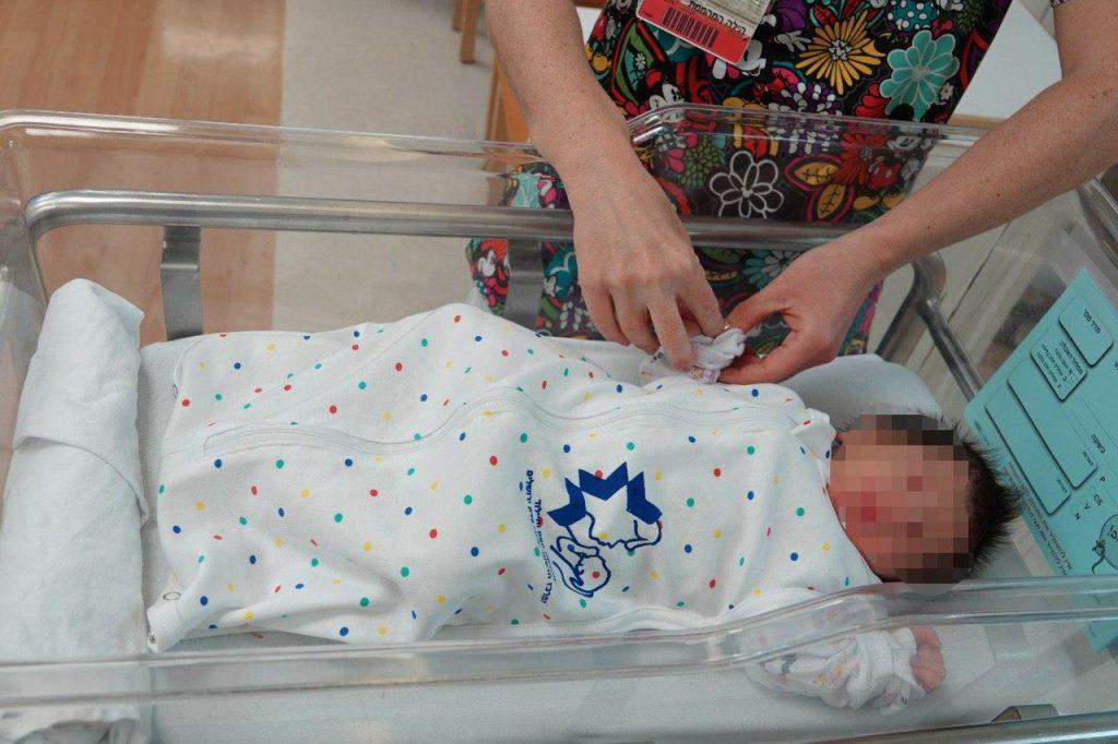 Больница Шаарей-Цедек в Иерусалиме заменила одеяльца для новорожденных спальными мешками